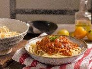 Рецепта Спагети Болонезе с пилешко месо (бон филе)